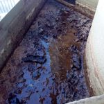 Trabajo de desinfección limpieza en una balsa de agua en Estepa, Sevilla.