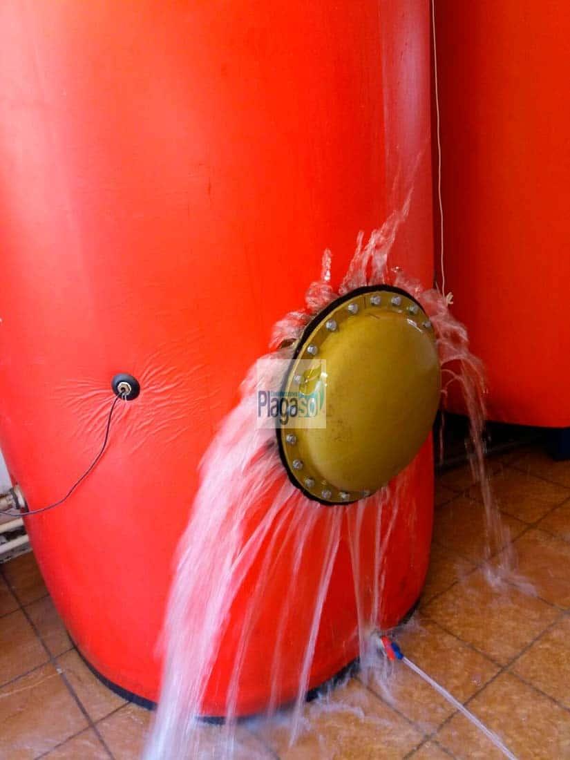 Acumulador agua caliente sanitaria antes del tratamiento de limpieza