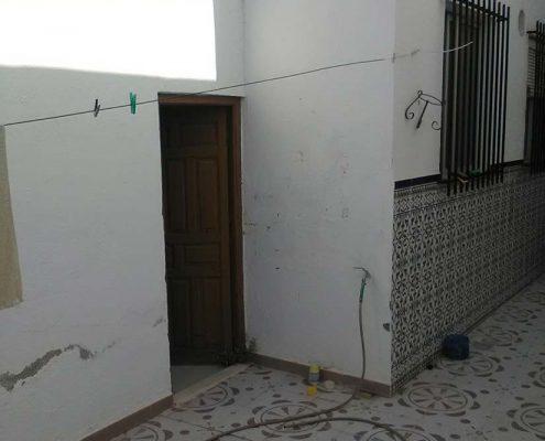 Infección de termitas en puertas y ventanas
