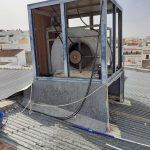 Proceso de limpieza y mantenimiento de condensadores evaporativos en fábrica de polvorones de Estepa.